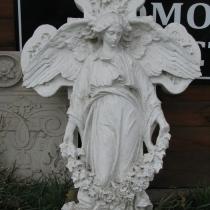 Фото фигуры ангела в мраморе. Скульптура ангела из мрамора с крестом фото. Заказать скульптуру ангела для памятника, можно с нашего сайта сейчас.