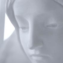Ангел для  памятника. Скульптура из мрамора;  высота скульптуры ангелов - 120 см.