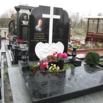 Памятник со скульптурой ангелов; фото памятника на кладбище. Цена памятника с ангелами, доступна.