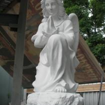 Фото скорбящего ангела из бетона. Размер скульптуры ангела: высота 60 см. Цена ангела на складе 3 тыс. грн.