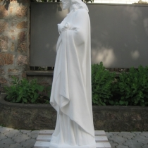 Статуя Иисуса Христа из бетона.Размеры статуи: высота 130 см, основа 35 х 34 см, вес 180 кг.; цена статуи на складе 29 тыс.грн. На фото, статуя из бетона на складе в Киеве, после покраски.