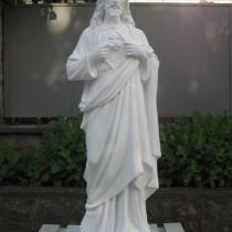 Статуя Иисуса Христа из бетона, высота 130 см, основа 35 х 34 см, вес 180 кг, цена статуи на складе 29 тыс.грн. На фото, статуя из бетона на складе, после покраски.