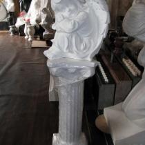 Скульптура спящего ангела из белого бетона. Высота скульптуры 35 см., основа 20 х 25 см., вес 19 кг., цена ангела на складе 5 тыс. грн. На фото, скульптура ангела, после покраски.