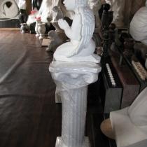 Фото молящегося ангела из бетона, в магазине ритуальной скульптуры в Киеве. Размер скульптуры ангела: высота 40 см., основа 12 х 24 см., вес 12 кг., цена ангела на складе 5 тыс. грн.
