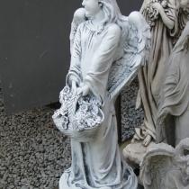 На фото скульптура девочки для памятника. Высота скульптуры девочки - 76 см. Цена скульптуры девочки - 5 тыс. грн.