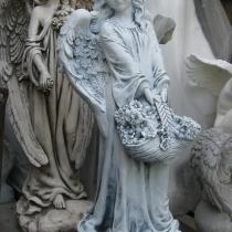 Фото скульптуры девочки для памятника. Цена скульптуры девочки с корзинкой - 5 тыс. грн.