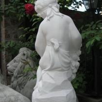 Скульптура девочка с цветами. Размер скульптуры ангела: высота  62 см., основа 20 х 24 см., вес 23 кг.  Цена статуи девочки, в магазине ритуальной скульптуры в Киеве 5 тыс. грн.