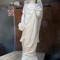 Фото статуи из декоративного бетона. Размер скульптуры ангела: высота статуи ангела 105 см., основа 25 х 25 см., вес 75 кг. Цена ангела на складе 19 тыс. грн.