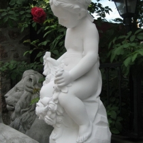 Скульптура девочки на складе. Размер скульптуры девочки: высота 62 см., основа 20 х 24 см., вес 23 кг. Цена ангела с цветами 5 тыс. грн.