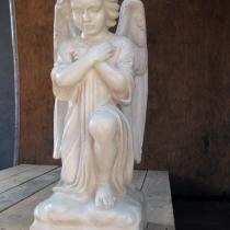 Скульптура ангела для памятника, молящийся ангел из бетона. Высота скульптуры 54 см., основа 20 х 20 см., вес 25 кг. Цена скульптуры ангела 5 тыс. грн. Фото молящегося ангела на складе, после покраски.