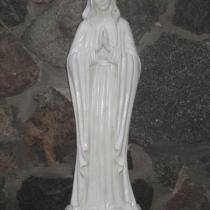 Фото статуи Богородицы из бетона. Высота скульптуры Богородицы 84 см., основа 23 х 23 см., вес 50 кг. Цена статуи Богородицы 11 тыс. грн. Фото скульптуры на складе, после покраски.