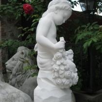Скульптура девочка с розами. Изготовление высокопрочной скульптуры из бетона, в Киеве. На фото, девочка ангел из декоративного бетона: размер скульптуры девочки 62 см., высота; 20 х 24 см., основа ангела; 23 кг., вес. Цена изделия 5 тыс. грн.