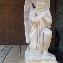 Ангелы из бетона для памятников. Высота ангела 54 см., основа 20 х 20 см., вес 25 кг. Цена скульптуры ангела 5 тыс. грн. Фото молящегося ангела на складе, после покраски.
