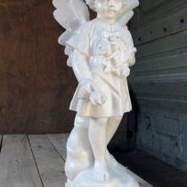 Скульптура ангела с цветами. Высота ангела 60 см., основа 20 х 20 см., вес 25 кг, Цена скульптуры ангела 5 тыс. грн.