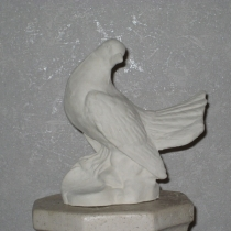 Скульптура голубя из бетона. Изготовление скульптуры голубей в Киеве. Высота голубя 22 см., цена скульптуры 2500 грн. Фото изделия на складе, после покраски.