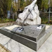 Фото скульптуры из гранита. Высота скульптуры из гранита - согласно проекта памятника.