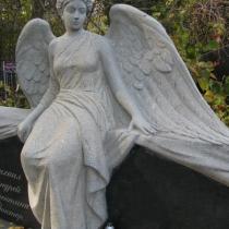 Фото скульптуры из гранита женщины. Доступная цена скульптуры в Киеве.