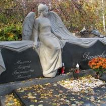 Фигура женщины из гранита на могиле. Размер скульптуры из гранита согласно 3д проекта.