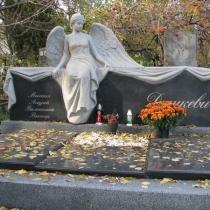 На фото фигура женщины из гранита. Цена скульптуры из гранита, согласно 3д проекту памятника.