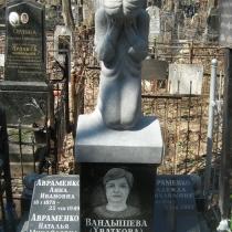 На фото ангел из гранита, размер скульптуры из гранита 90 х 50 х 40 см. Стоимость ангела из гранита: от $ 3 тыс.