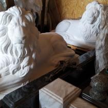 Скульптуры львов для памятника. Купить львов для памятника - можно с сайта: https://www.grand-ritual.kiev.ua