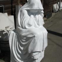 На фото скульптура из полимера на могилу. Высота плачущей в полимере - 125 см. Цена плачущей в полимере - $1 тыс.