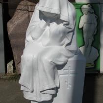 Скульптура из полимера на могилу. Высота плачущей из полимера - 125 см. Стоимость плачущей из полимера сегодня - $1 тыс.