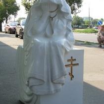 Фото фигуры плачущей из полимера. Купить скульптуру из полимера сегодня - можно прямо с нашего сайта: https://www.grand-ritual.kiev.ua