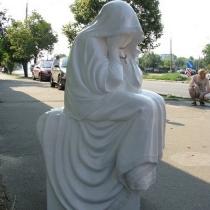 Фигура из полимера на заказ сегодня; фото продажи скульптуры плачущей в Киеве. Цена плачущей из полимера - $1 тыс.