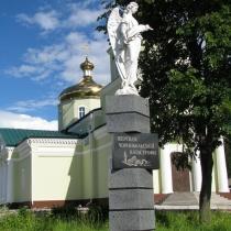 Фото скульптуры ангела на колонне. Ангел из полимера на заказ. Высота ангела из полимера - 180 см.