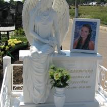 Фото скульптуры на кладбище. Высота ангела из полимера - 176 см. Цена скульптуры ангела - доступна.