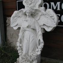 Фото фигуры ангела. Изготовление ангела из гипса для памятника. Фото ангела перед переводом в мрамор. Заказать ангела в мраморе для памятника, можно в магазине Ритуальной скульптуры в Киеве.