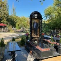 Элитный памятник на одного человека. Изготовление элитных памятников в Киеве.