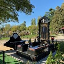 Высота элитного памятника - 3 м. Заказать элитный памятник - можно с сайта: https://www.grand-ritual.kiev.ua