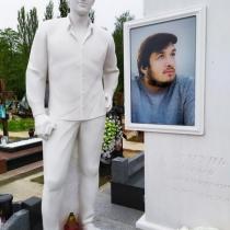 Высота памятника ВИП класса - 2 м. Продажа ВИП памятников в Киеве.