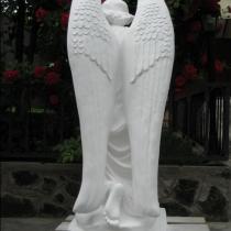 Статуя молящегося ангела из декоративного бетона. Фото ангела на складе в Киеве, сразу после покраски. Размеры скульптуры: высота 110 см., основа 36 х 53 см., вес 180 кг. Цена статуи 39 тыс. грн. Есть в наличии.