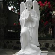 Скульптура ангела из бетона. Фото ангела на складе в Киеве, сразу после покраски. Размеры скульптуры: высота 110 см., основа 36 х 53 см., вес 180 кг. Цена скульптуры ангела 39 тыс. грн. Есть сейчас в наличии.