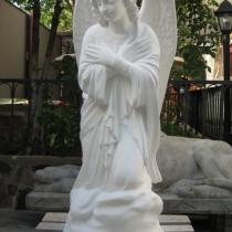 Фото молящегося ангела из декоративного бетона, на складе в Киеве. Размеры скульптуры: высота 110 см., основа 36 х 53 см., вес 195 кг. Цена статуи ангела 39 тыс. грн. Гарантия на скульптуру ангела, 10 лет.