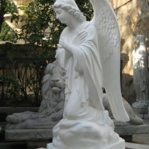 Новая модель ангела на складе в Киеве. Статуя из декоративного бетона, сразу после покраски. Цена статуи ангела 39 тыс. грн. Гарантия на скульптуру, 10 лет.
