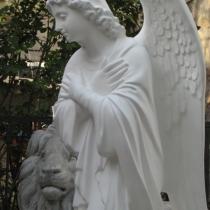 Фото молящегося ангела из декоративного бетона. Новая модель статуи на складе в Киеве. Гарантия на скульптуру ангела 10 лет, цена статуи 39 тыс. грн.
