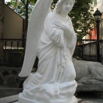 Новая модель ангела на складе в Киеве. Статуя из декоративного бетона, сразу после покраски. Размеры скульптуры: высота 110 см., основа 36 х 53 см., вес 195 кг. Цена статуи ангела 39 тыс. грн. Есть всегда в наличии.