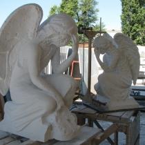 Ритуальные ангелы из мрамора. Фото изготовления ритуальных ангелов на производстве в Киеве.