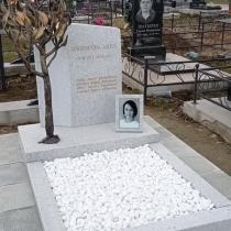 Новый памятник на одного человека. Фото памятника на могиле.