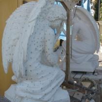 Высота ритуальных ангелов из мрамора - 110 см. Цена ритуальных ангелов - согласно проекта.