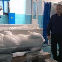 Фото скульптуры льва из белого мрамора. Размер фигуры льва - 2 м. Производство мраморной скульптуры льва большого размера в Киеве.