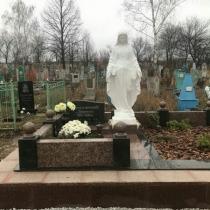 Фото памятника со скульптурой. Размеры статуи для памятника - 240 см.