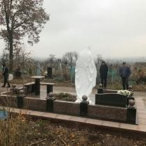 На фото ритуальная скульптура.для памятника. Общие размеры статуи для памятника 240 см.