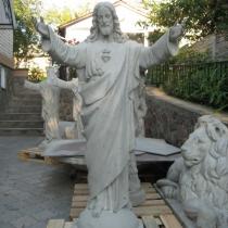 Статуя молящегося Иисуса Христа из бетона. Фото статуи, перед покраской на складе в Киеве. Размеры статуи: высота 130 см., основа 36 х 39 см., вес 150 кг. Цена статуи в Киеве 29 тыс. грн.