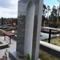 Высота надгробия - 1,5 м. Изготовление надгробий в Киеве.
