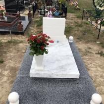 Маленькое надгробие на кладбище. Цена маленького надгробия - доступная.